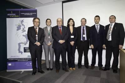 El consejero de Industria, Juan José Sota, junto a los ponentes de la jornada